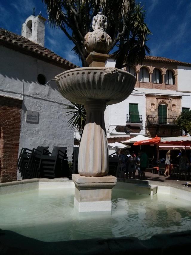 Fountain by the Plaza de los Naranjos